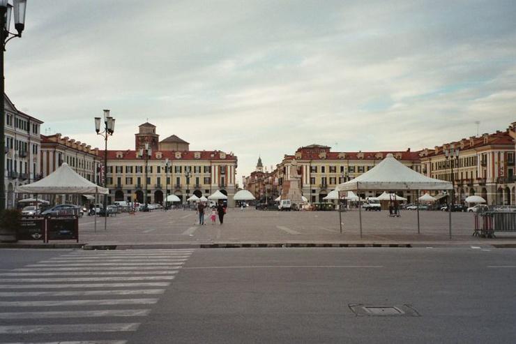 Place Galimberti à Cuneo (wikipedia)