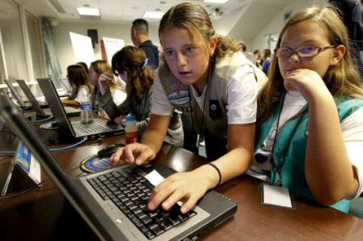 800px-US_Navy_101106-N-8863V-113_Girl_Scouts_compete_in_the_Mission_Ocean_Challenge_during_the_USS_California_Science_Experience_at_Naval_Surface_Warfare.jpg