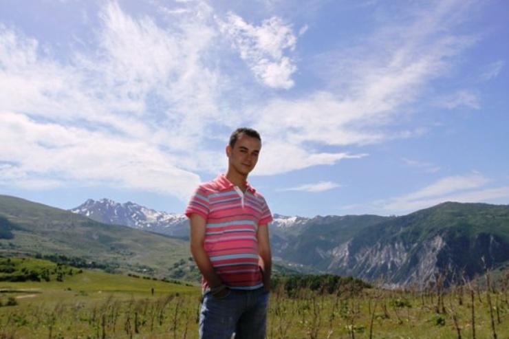 En arrière-plan, les Alpes dinariques, dans le nord de l'Albanie, l'un des endroits les plus isolés du pays.