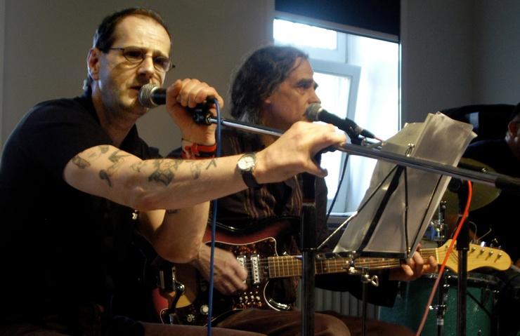 Les guitarristes (Ici : Micha et Heinz Glas) ont improvisé devant