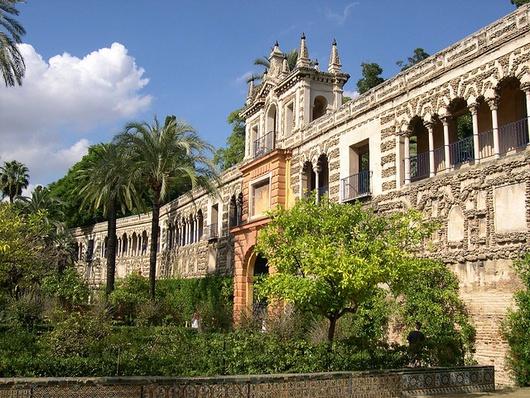Uno dei migliori esempi di architettura mudejar, stile sviluppatosi durante il regno cristiano della Spagna, ma che utilizzò influenze architetturali islamiche