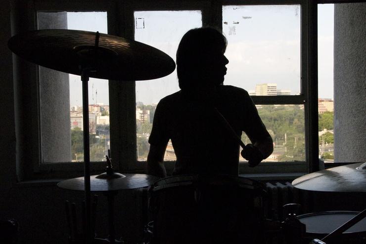Srdjan, 22 ans, en el centro cultural Bigz.