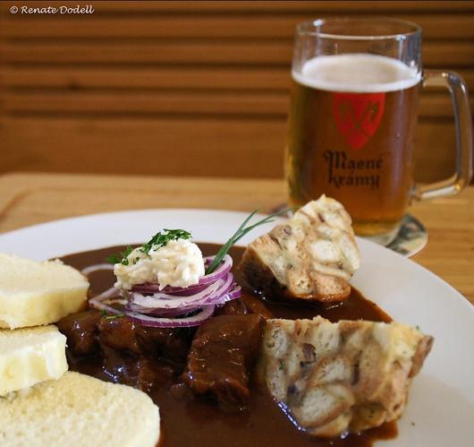 Gulasch und Böhmische Knödel - dazu ein Budweiser