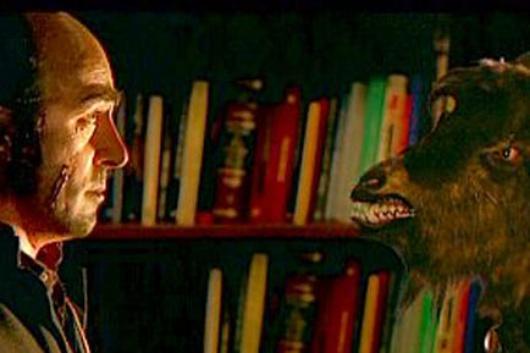 Le père Berriartúa prédit la naissance de l'Anticristo à Madrid et essaie (aidé par la LSD) de faire un pacte avec le Diable pour l'affronter et le battre