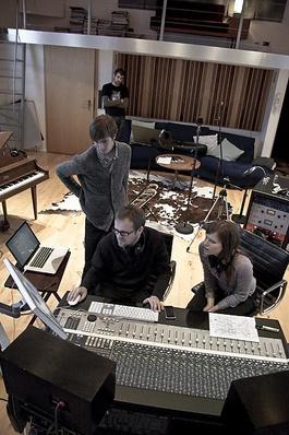Pour enregistrer The Den, la chanteuse a passé 6 semaines en studio