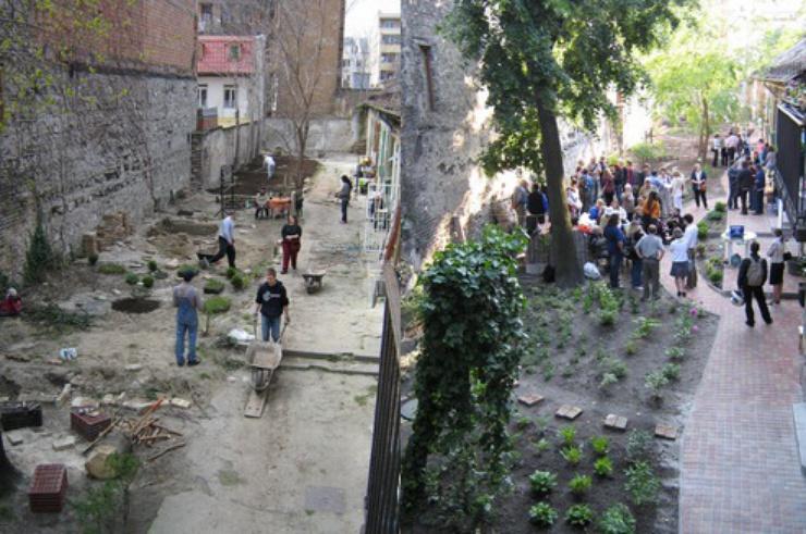Un jardin collectif d'une saison à l'autre à Dankó utca