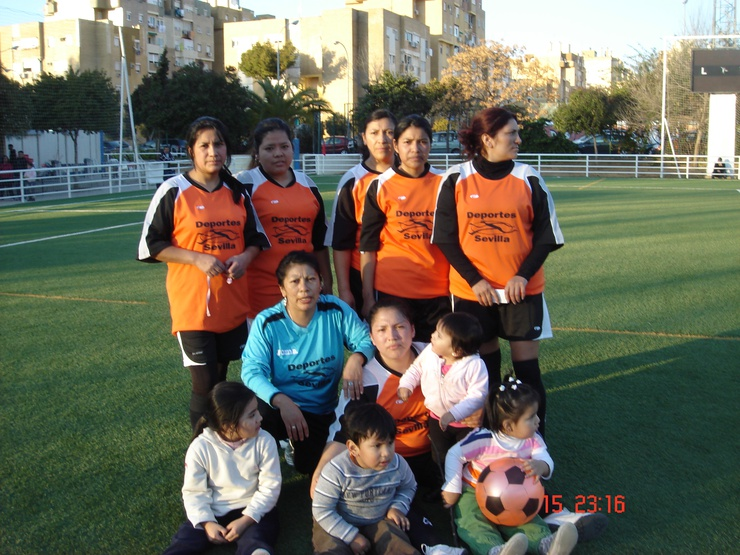 Grazie al calcio, le donne riescono ad avere una vita sociale, in una comunità dove gli uomini si vergognano a spingere i passeggini