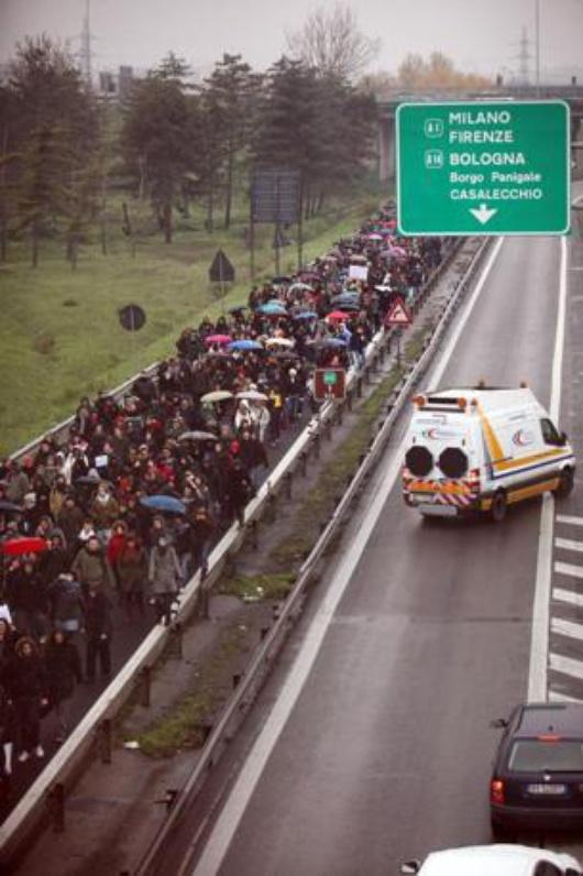 Bolońscy studencie wyszli... na autostradę A14