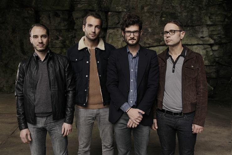 De gauche à droite : Antoine (guitare), Martin (batterie), Simon (guitare/voix) et Cyrille (basse)