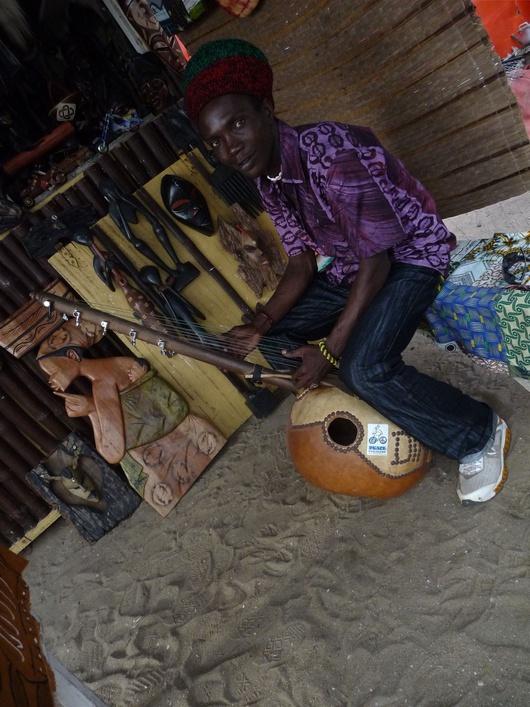 Musica en cada esquina en Cape Coast ©Sofía Verzbolovskis