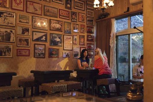 Jasmina and Alica (21), Sarajevo