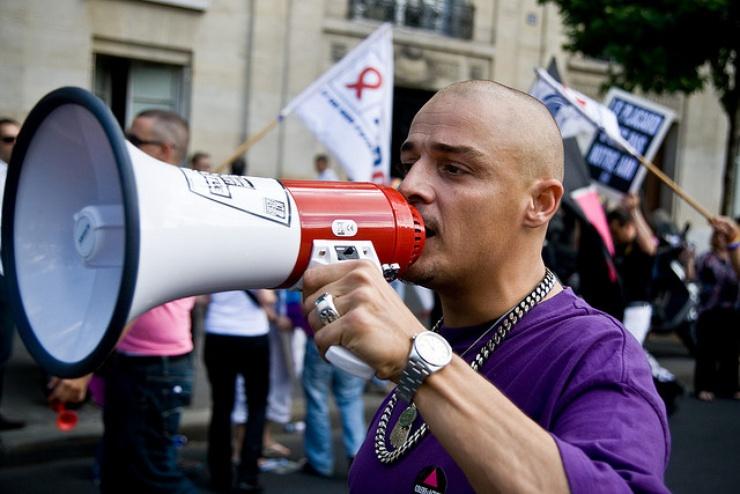 Dalla ricerca di L'autre cercle risulta che in Francia il 53% degli LGTB confessano di non poter parlare liberamente delle proprie preferenze sessuali.