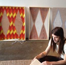 """""""Materiały, których używam, paleta barw i metody tworzenia są ściśle związane z moim pochodzeniem """""""