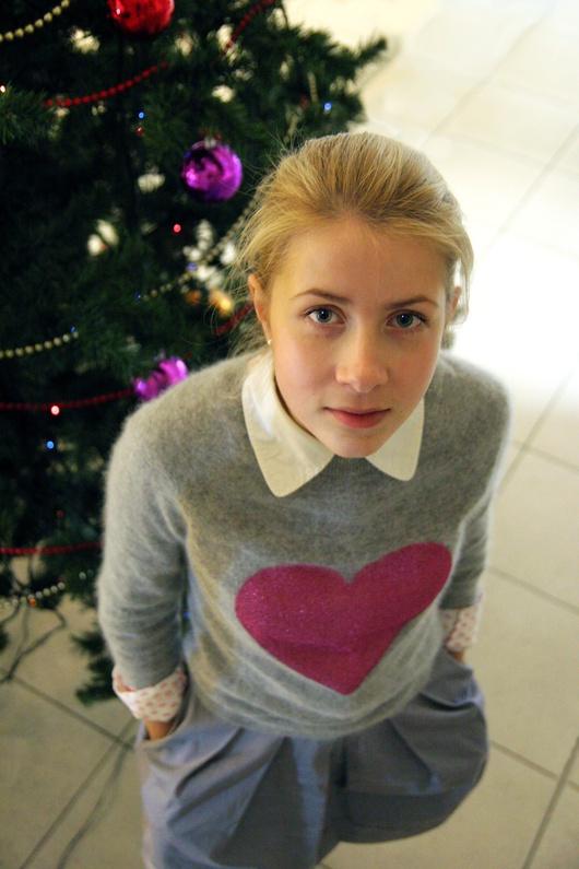 Kasia Stsiapanava bietet den KGB-Agenten die Stirn.