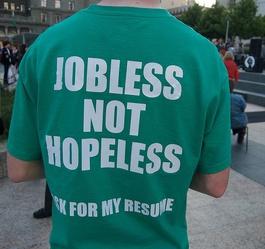 Un giovane ventenne statunitense attraversa il suo Paese per denunciare la sua situazione lavorativa / Steve Rhodes