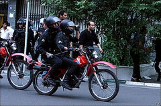 Mitglieder der MIlizen auf Motorrädern (Flickr)