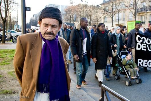 Flüchtlinge vor der Pariser Börse