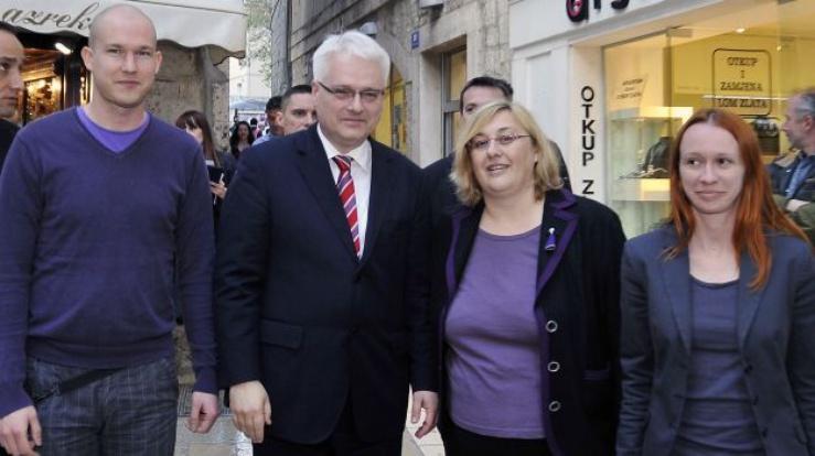Edo Bulic (a sinistra) con Ivo Josipovic, il presidente croato (al centro), che sostiene l'iniziativa.
