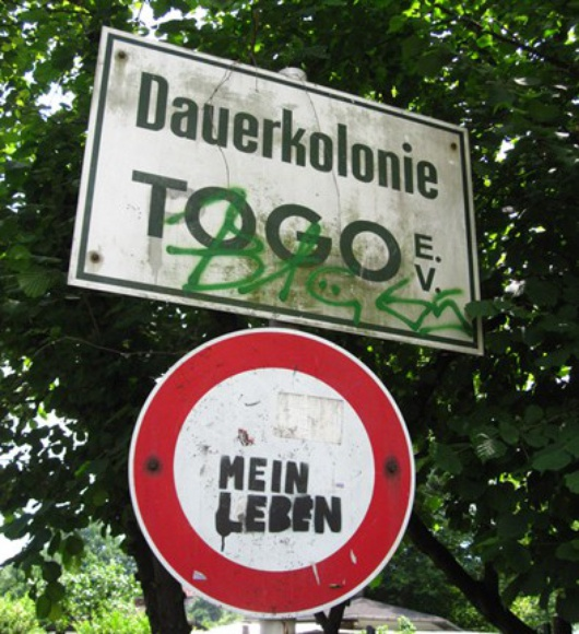 """Schild der Kleingartenanlage """"Dauerkolonie Togo e.V."""""""