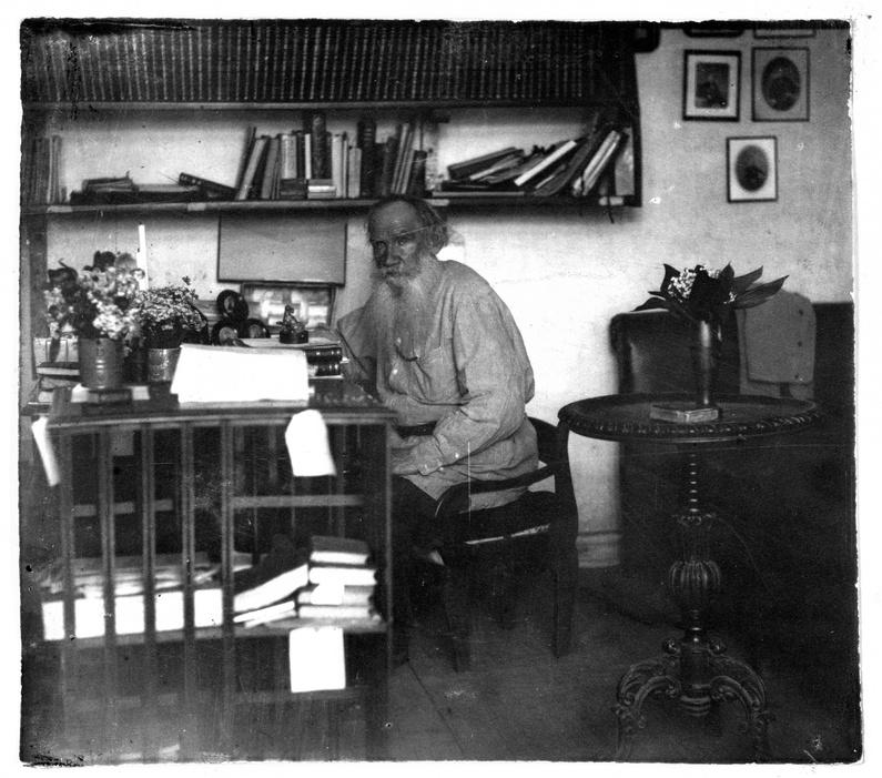 Il suo percorso umano e letterario è stato lungo e complesso: fu scrittore, drammaturgo, filosofo, pedagogista, educatore, esegeta, teologo, editore e attivista sociale