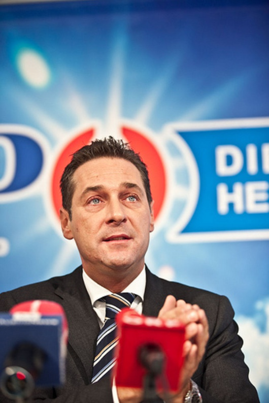 Der Vorsitzende der FPÖ flirtet mit jungen Wählern