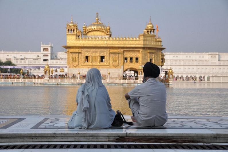 Devant le Golden Temple
