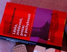 Libro de Etxebarría traducido al checo (Foto: Ivama/ Flickr)