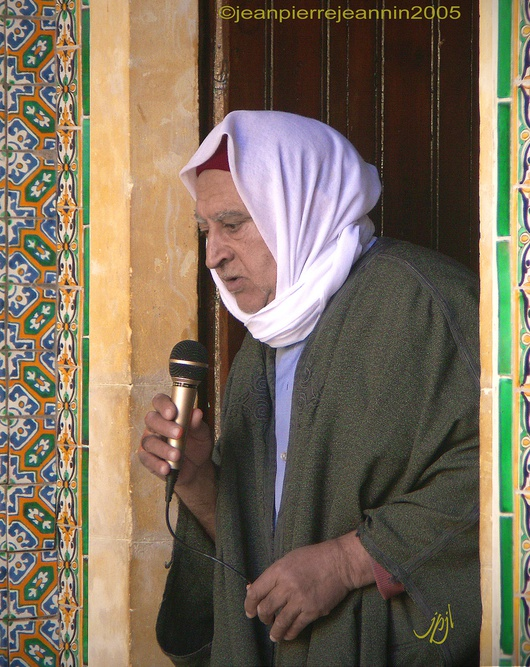 Mucho más cómodo y sencillo que poner a uno orando en cada minarete