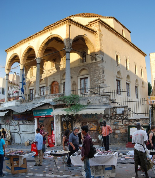 Die neue Immigrationswelle, größtenteils Afrikaner, stellt hingegen eine Herausforderung dar. Viele afrikanische EInwanderer verdienen ihr Geld auf dem Monastiraki-Platz in Athen.