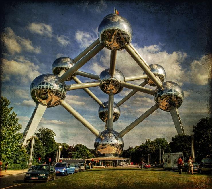 Gli edifici del Parlamento europeo nella capitale belga sarebbero più inquinanti di quelli di Strasburgo, più nuovi e certificati