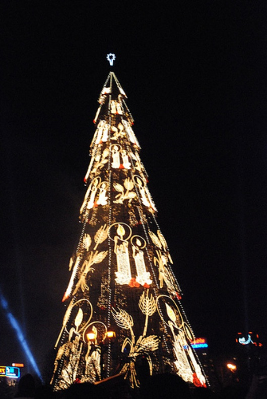 Christmas_Tree_in_Bucharest.jpg
