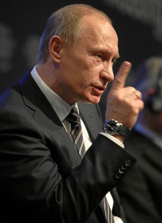 """Dopo aver sempre cercato di edulcorare la figura di Stalin, ora ha reso obbligatoria la lettura del """"nemico"""" Solzhenitsyn"""