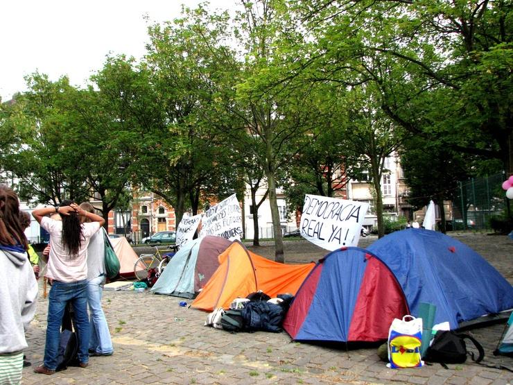 Sur la place Puerta del Sol, les commerçants alentours se plaignent de leur baisse de rente depuis l'installation du camp