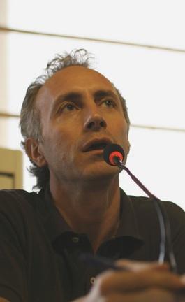 Travaglio è autore di numerosi libri sulla corruzzione in Politica e sulla mafia. Ha collaborato a La Repubblica, L'Espresso, il Giornale e, tra gli altri, Micromega.