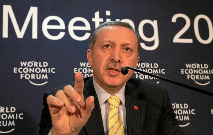 Su Gobierno, islamista moderado y defensor de la Alianza de Civilizaciones, vive tensiones con las corrientes más laicistas de Turquía