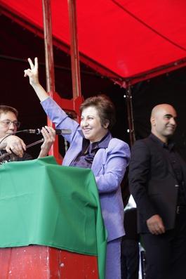 Iranische Nobelpreisträgerin (2003) im Einsatz für die Menschenrechte in ihrem Land