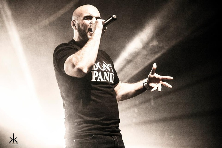 """Le rappeur souligne : """"« Don't Panik » c'est plus qu'un morceau ou qu'un t-shirt. J'ai vraiment envie de densifier, de donner la consistance à ce slogan."""""""