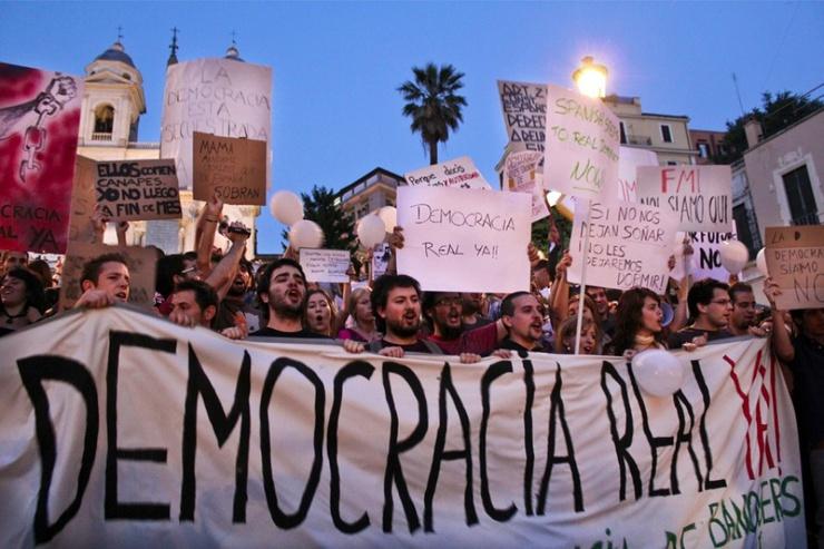 Le soutien italien est encore plus pressant que les slogans espagnols font écho à l'état dégradé de la politique italienne