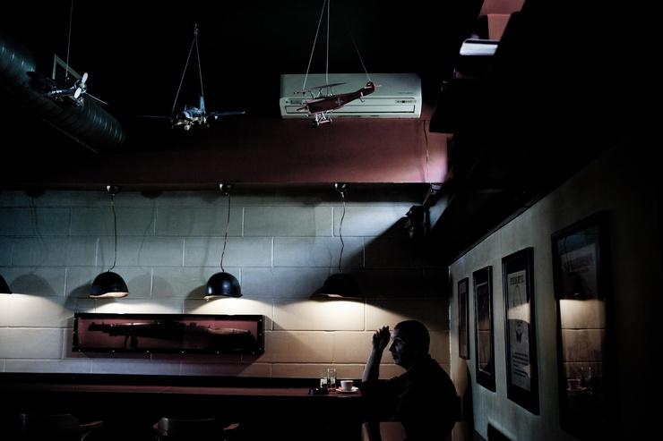El interior del bar cercano a la universidad sarajevesa.
