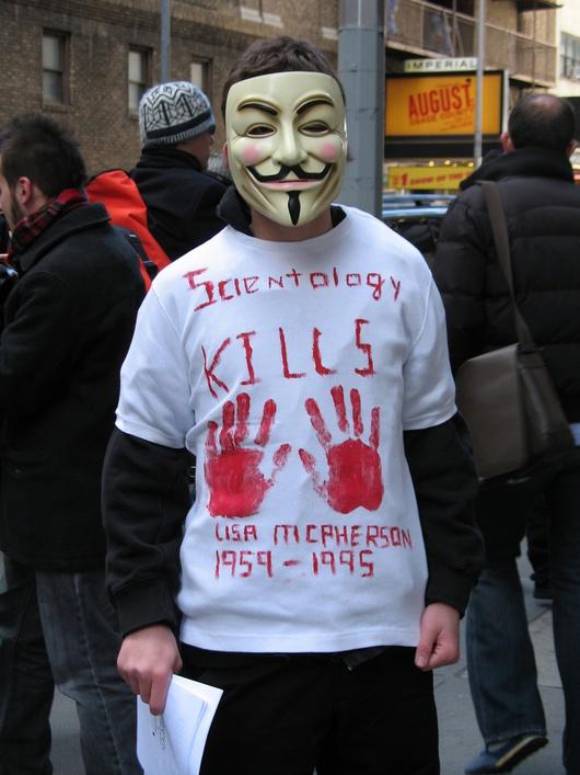 In jedem Fall wird oft und gerne gegen die umstrittene Organisation protestiert!