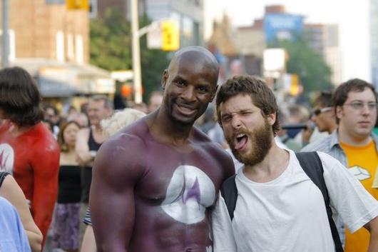 Király durante il Gay-Pride a New York: le foto dello scandalo