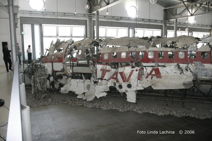 Quelques fragments de l'avion, analysés dans le laboratoire, a signalé la présence de TNT et de T4, utilisé dans la formation des munitions militaires.