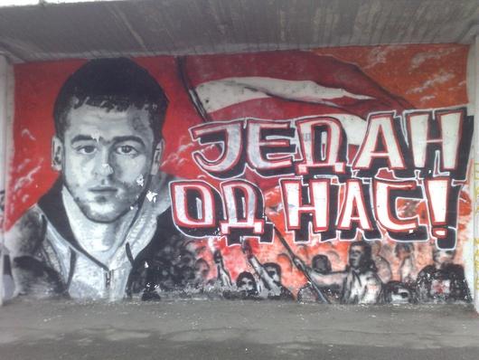 Las pintadas de sus muros tienen un mensaje claro: pelea contra las fuerzas del orden