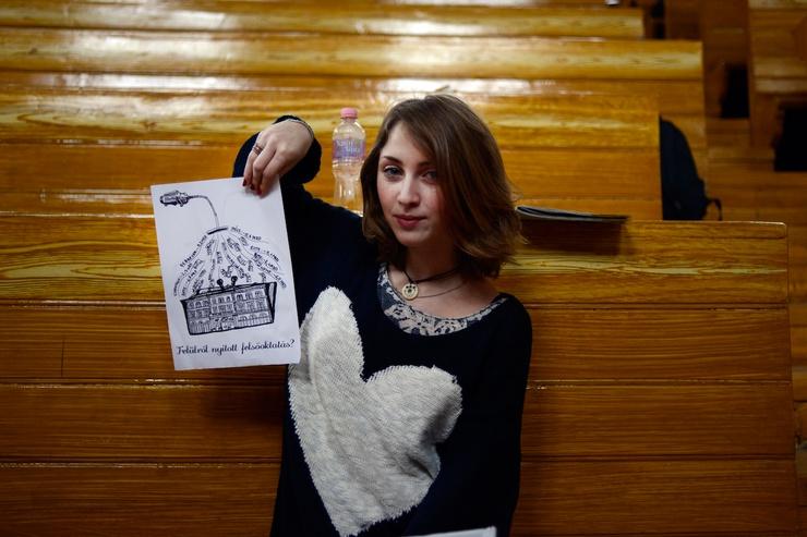 """Rebeka fait partie des filles qui sont sur la liste de la honte: """"Elle aurait un petit oiseau qui s'appelle Mussolini, pourtant il nous semble bien qu'elle a des idées libérales"""""""