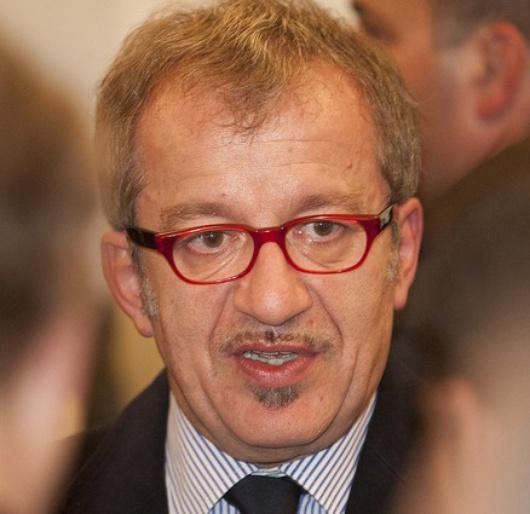 Leader de la Ligue du Nord avec Umberto Bossi, il a menacé l'UE de la sortie de l'Italie de la zone euro