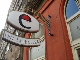 El restaurante tiene dos plantas y está abierto, cada día, de las 12h a las 24h