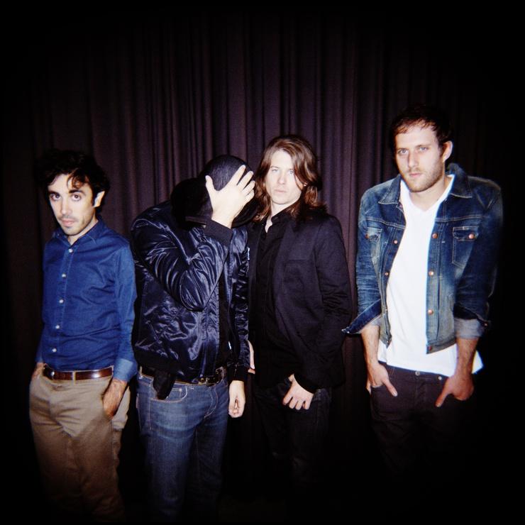 De izquierda a derecha : Emmanuel Barichasse (guitare), José Reis Fontao (guitarra/canto), Arno Bordas (bajo) y François Ernie (batería).