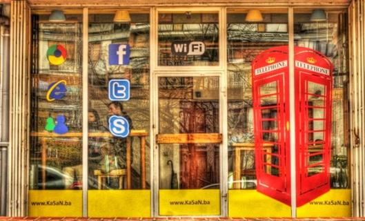 La revolución de las redes sociales tiene un representante en este cibercafé de Sarajevo