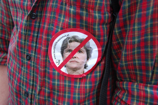 Eine Demonstration gegen die FPÖ-Kandidatin fand am 9. April 2010 statt.