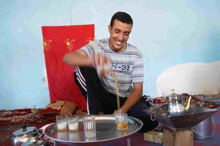 Un rite de partage du temps qui passe Sidi; à peine revenu de Libye, il a passé 15 années à Cuba